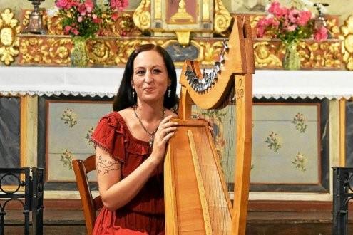 Dana et sa harpe celtique